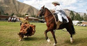 Hombre a caballo mujer