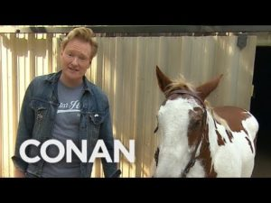 Conan O'Brien con el caballo de David Letterman