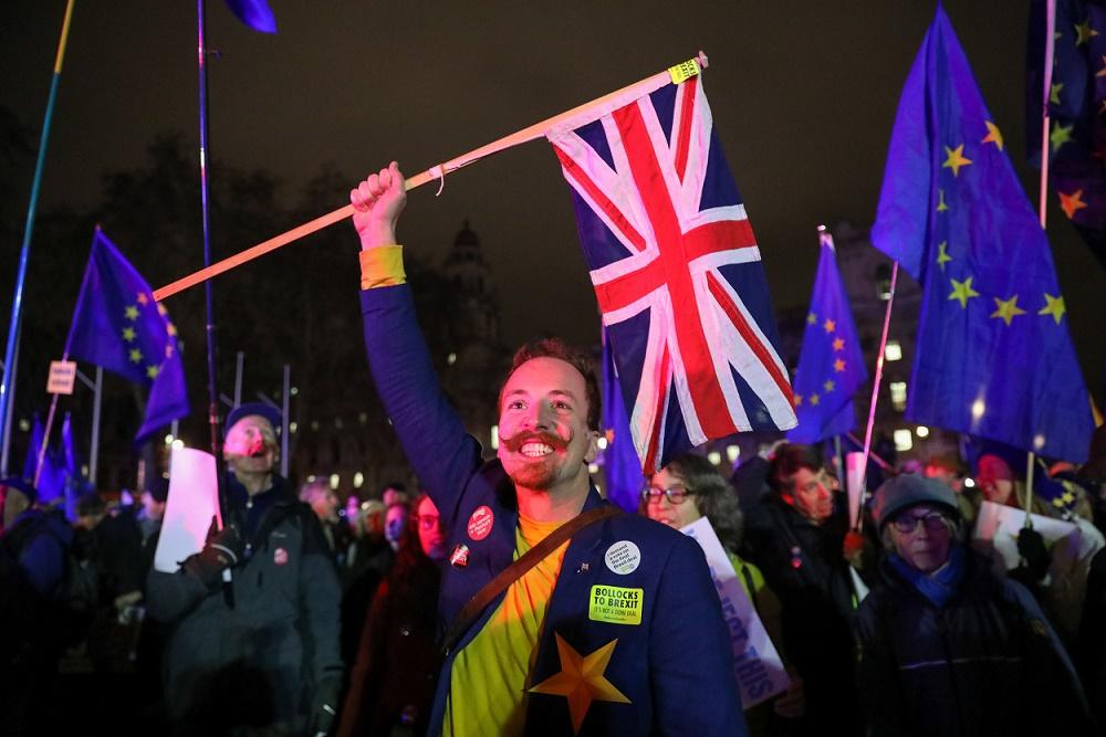 Activistas pro europeos y pro brexit