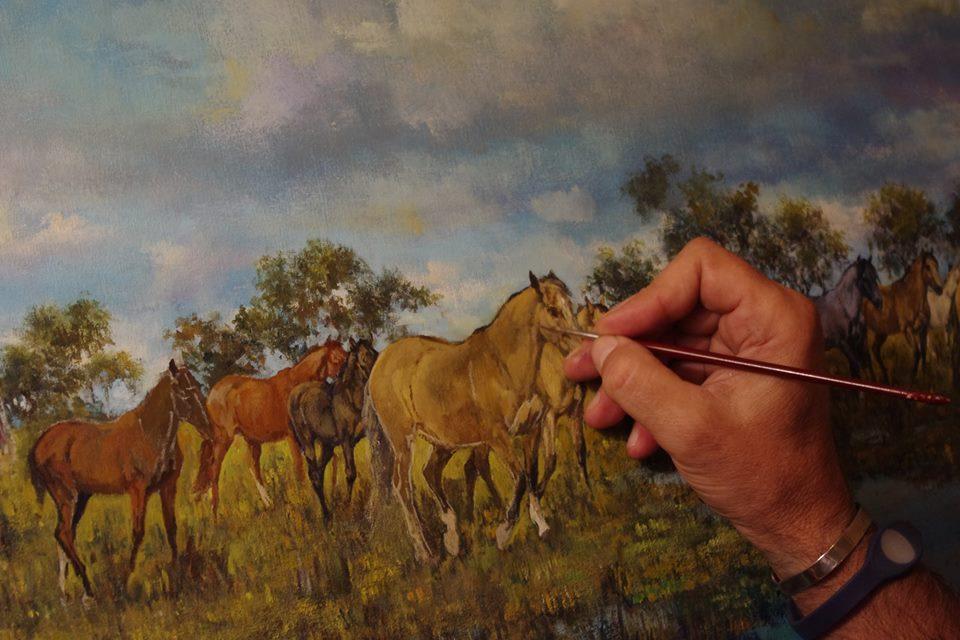 Hugo Diez pintando caballos